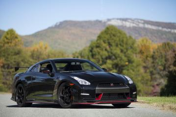 Nissan-GT-R-Nismo-2015-First-Delivery-In-US-14
